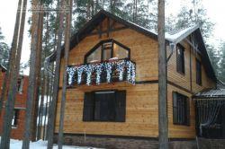 оформление балкона светодиодной бохрамой, еловой гирляндой
