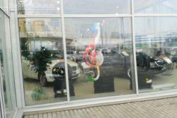 оформление витрин автосалона
